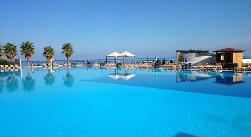 Hotel club la playa marina di patti sicilia dlt viaggi - Hotel sul mare con piscina ...