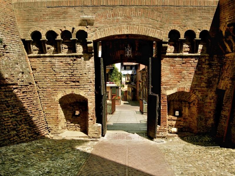Bologna E Borgo Medievale Di Dozza Bologna Borgo