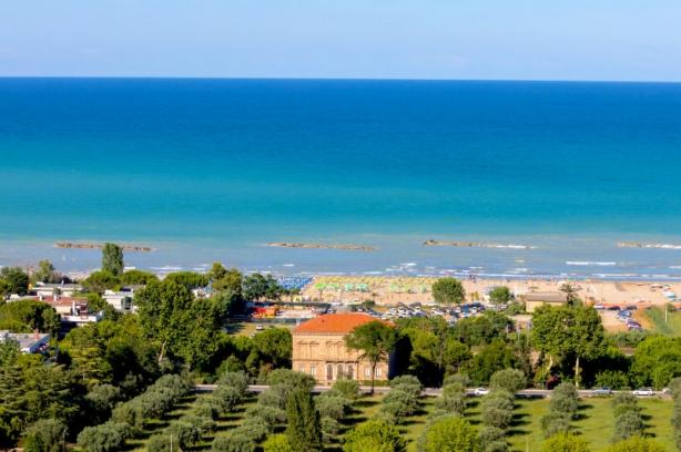 Abruzzo vacanze dlt viaggi - Hotel giardino roseto degli abruzzi ...