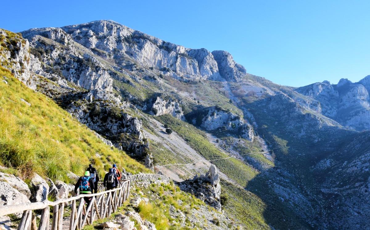 TREKKING NEL PARCO NATURALE DEI MONTI AURUNCI | Formia, Lazio | DLT Viaggi