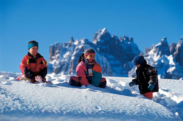 Vacanza sulla neve con i bambini magazine dlt viaggi - Residence sulle piste da sci con piscina ...